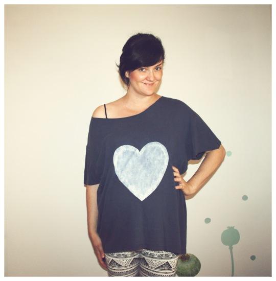 majica sa srcem plava