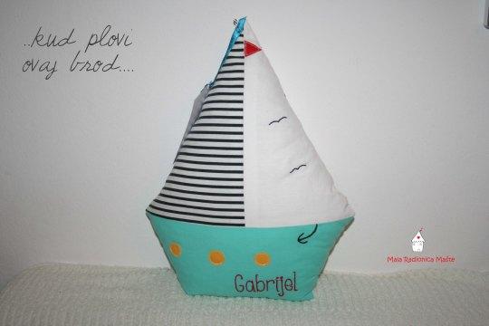 jastuk u obliku broda